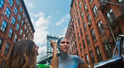 10 Fotağrafla New York ile Bütünleşen Kadın