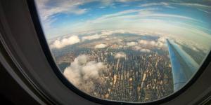Uçakta pencere kenarında yolculuk etmek için 20 neden
