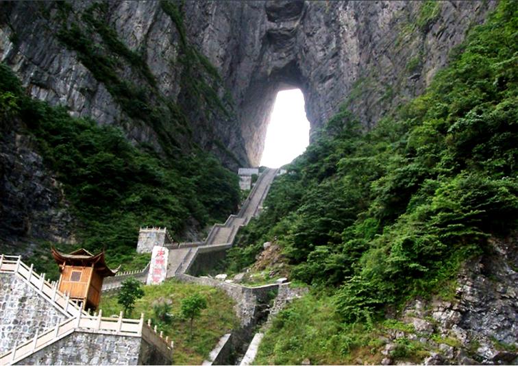 Çin'e gidip Cennetin Kapısı dağına teleferikle tırmanmaya ne dersiniz?