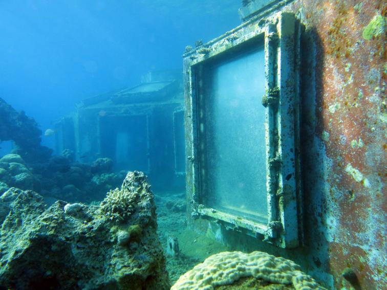 Denizaltında Terk Edilmiş Bir Gece Kulübü Gizemli Kareler